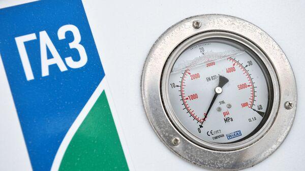 Манометр на заправочной колонке газозаправочной станция - Sputnik Ўзбекистон