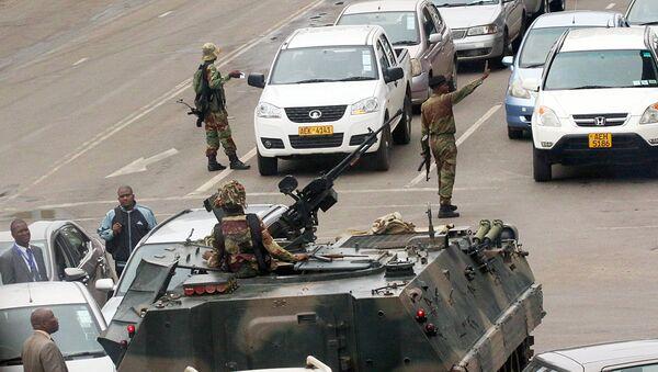 Военные на улицах столицы Зимбабвы Хараре - Sputnik Узбекистан