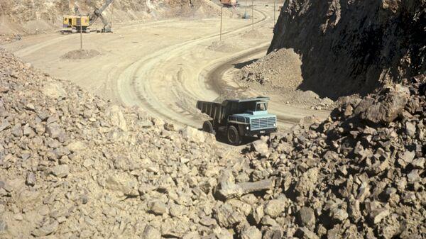Золотоносный карьер близ Мурунтау - Sputnik Узбекистан