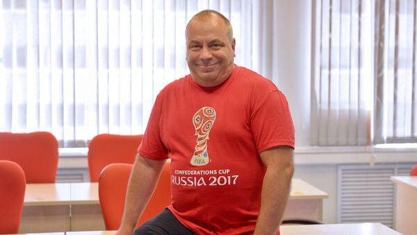 Болельщик с 40-летним стажем Олег Дмитриев - Sputnik Узбекистан