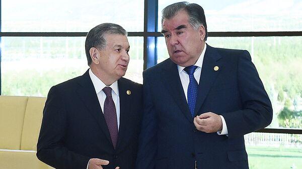 Prezident Uzbekistana Shavkat Mirziyoyev i Prezident Tadjikistana Emomali Raxmon - Sputnik Oʻzbekiston
