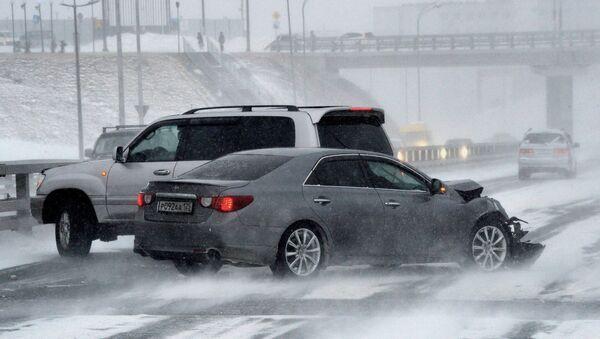 Последствия снежного циклона во Владивостоке. Архивное фото - Sputnik Ўзбекистон
