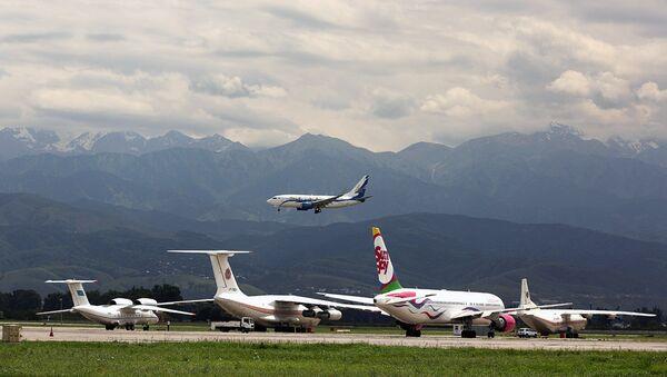 Приземление самолета компании Air Astana в аэропорту Алматы - Sputnik Узбекистан