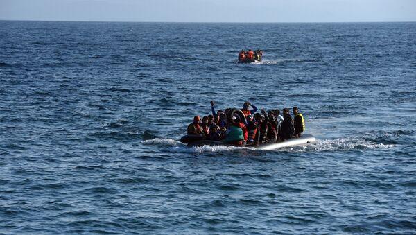 Беженцы на острове Лесбос в Греции - Sputnik Узбекистан