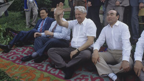Архивное фото президента России Бориса Ельцина и президента Кыргызстана Аскара Акаева во время приезда делегации из РСФСР с официальным визитом в Кыргызстан - Sputnik Ўзбекистон