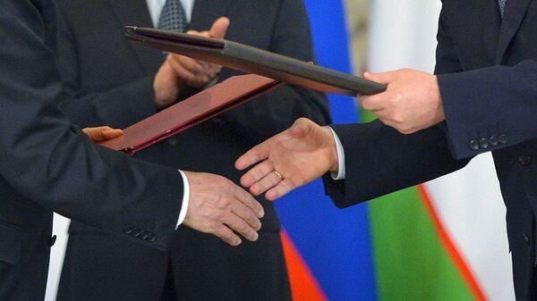 Vo vremya podpisaniya dokumentov po itogam rossiysko-uzbekistanskix peregovorov  - Sputnik Oʻzbekiston