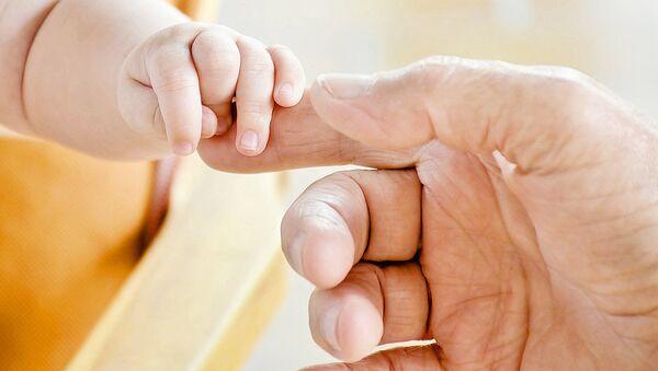 Рука ребенка - Sputnik Узбекистан