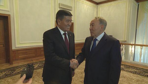 Что сказали журналистам Жээнбеков и Назарбаев — видео - Sputnik Ўзбекистон