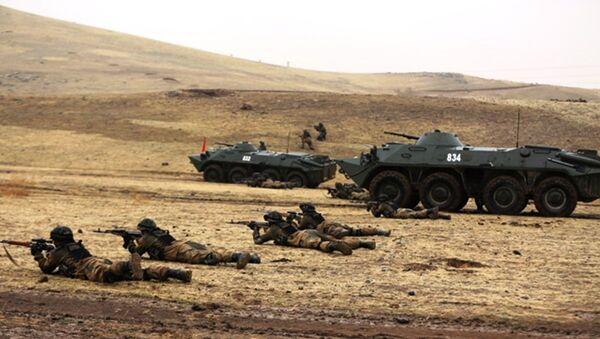 Военные учения узбекских военнослужащих - Sputnik Ўзбекистон