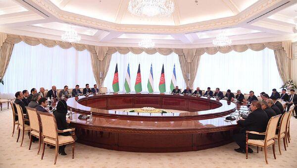 Переговоры Президентов Узбекистана и Афганистана в резиденции Куксарой - Sputnik Ўзбекистон