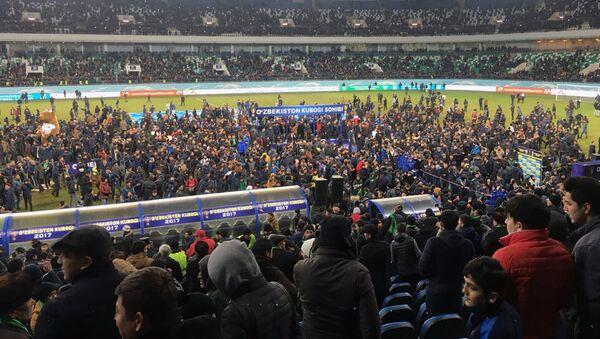 Церемония награждения Кубка Узбекистана после окончания финального матча между ташкентскими Бунёдкором и Локомотивом - Sputnik Ўзбекистон