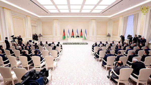 Президент Афганистана Ашраф Гани и Президент Узбекистана Шавкат Мирзиёев во время подписания соглашения о сотрудничестве - Sputnik Ўзбекистон