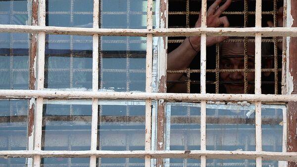 Заключенный в тюрьме - Sputnik Узбекистан