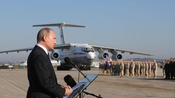 Президент РФ В. Путин посетил авиабазу Хмеймим в Сирии - Sputnik Узбекистан