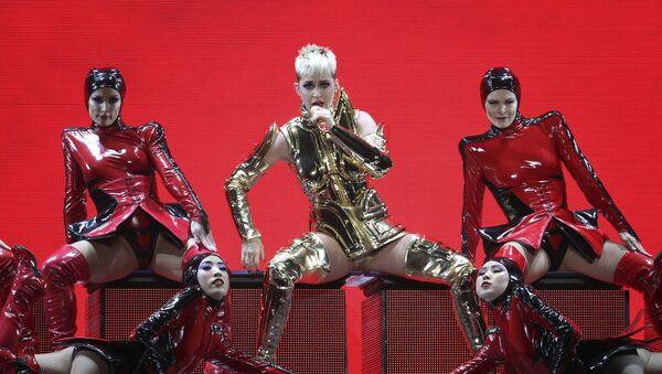 Американская певица Кэти Перри во время выступления в Атланте, США - Sputnik Ўзбекистон