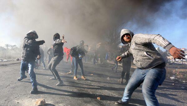 Uchastniki protestov na territorii Ramallы v Palestine protiv resheniya SSHA o priznanii Iyerusalima stolitsey Izrailya - Sputnik Oʻzbekiston