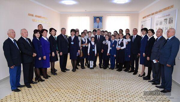 Шавкат Мирзиёев посетил новую школу-интернат имени Ибраима Юсупова в городе Нукусе - Sputnik Ўзбекистон