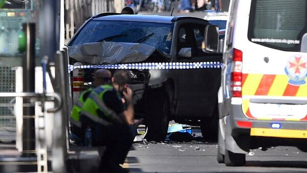 Автомобиль, который врезался в толпу людей в Мельбурне - Sputnik Ўзбекистон