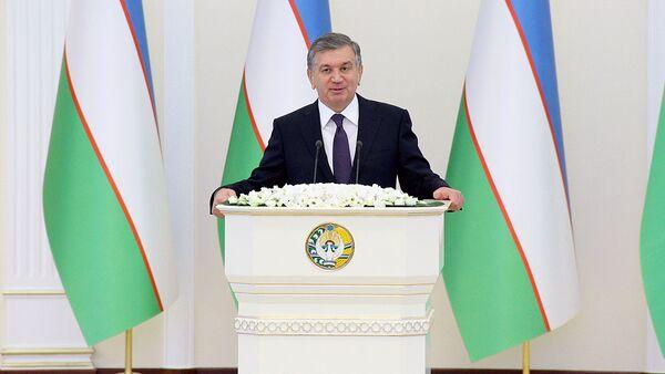 Shavkat Mirziyoyev vo vremya vыstupleniya pered deputatami Oliy Majlisa - Sputnik Oʻzbekiston
