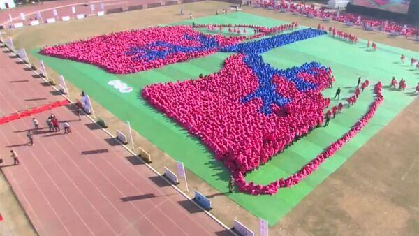 Более 5000 детей сформировали гигантское изображение человеческих легких в Нью-Дели - Sputnik Узбекистан