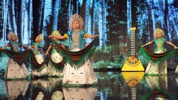 В Ташкенте при поддержке представительства Россотрудничества в Республике Узбекистан состоялся гала-концерт республиканского фестиваля-конкурса детского и молодежного творчества Зимние узоры - Sputnik Узбекистан