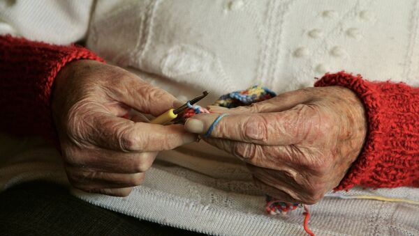 Руки пожилой женщины, архивное фото - Sputnik Узбекистан