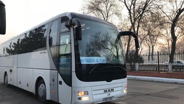 Первый пилотный автобусный рейс между Узбекистаном и Казахстаном по междугороднему маршруту Ташкент-Чимкент запущен в пятницу утром с автовокзала в столице Узбекистана - Sputnik Ўзбекистон