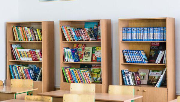 Книги в школьной библиотеки одной из Узбекских школ - Sputnik Ўзбекистон