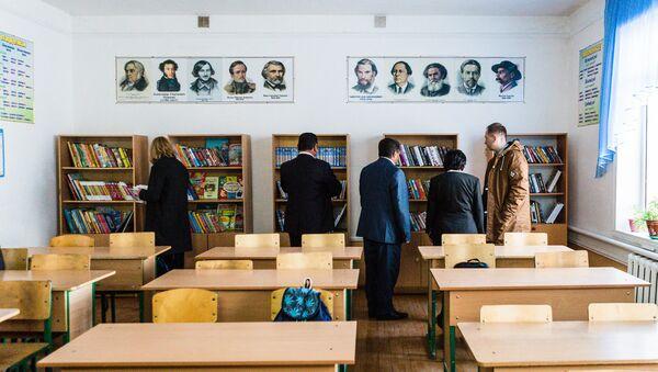 Книги в русском классе одной из школ Узбекистана - Sputnik Узбекистан