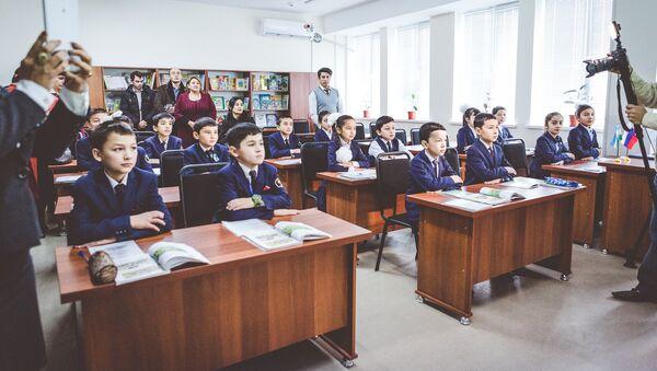 Ученики в классе русского языка в одной из школ Узбекистана - Sputnik Ўзбекистон