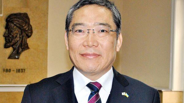 Вице-председатель Ассоциации больниц Кореи, профессор Национального университета Чоннам Юн Тэк Рим - Sputnik Ўзбекистон