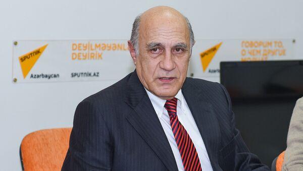 Политолог Фикрет Садыхов в Мультимедийном пресс-центре Sputnik Азербайджан - Sputnik Узбекистан