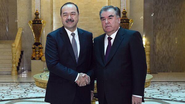 Встреча президента Таджикистана Эмомали Рахмона с премьер-министром Узбекистана Абдуллой Ариповым - Sputnik Ўзбекистон