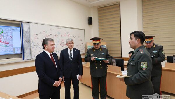 Шавкат Мирзиёев посетил Академию Вооруженных Сил - Sputnik Ўзбекистон