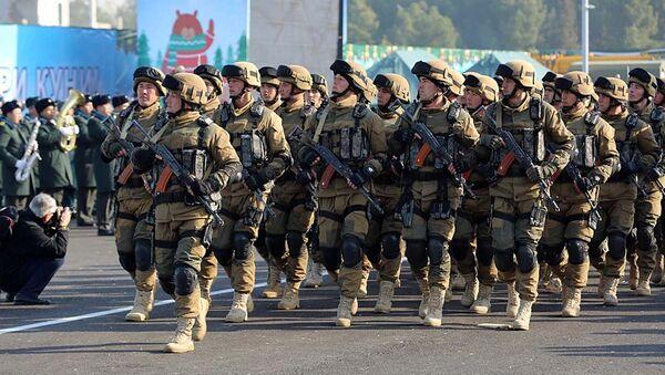 Празднование дня защитников Родины в Ташкенте - Sputnik Ўзбекистон