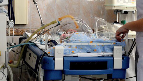 Младенец в отделении детской реанимации - Sputnik Узбекистан