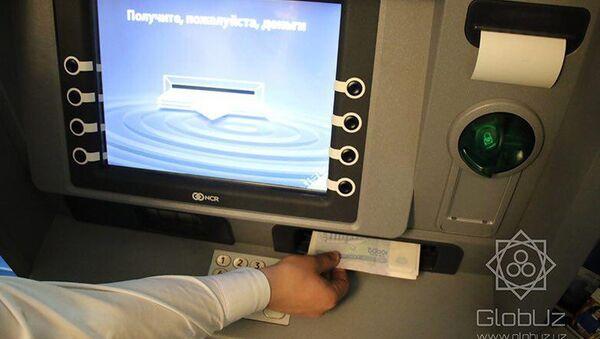 В Ташкенте заработал первый банкомат с функцией обмена валюты - Sputnik Ўзбекистон