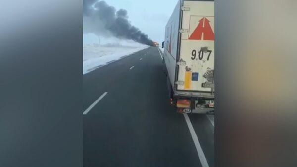 52 cheloveka sgoreli v avtobuse v Kazaxstane - Sputnik Oʻzbekiston