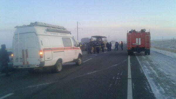 Сгоревший автобус в Казахстане - Sputnik Ўзбекистон