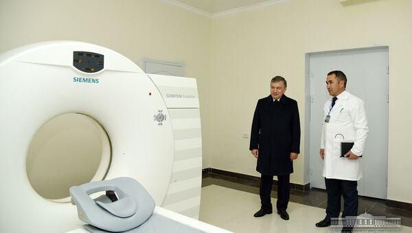 Prezident posetil medtsentr v Sherabadskom rayone - Sputnik Oʻzbekiston