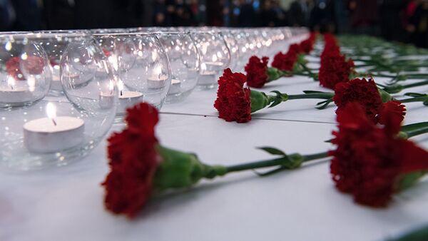Гвоздики и свечи - Sputnik Ўзбекистон