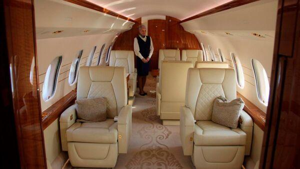 В салоне частного самолета - Sputnik Узбекистан