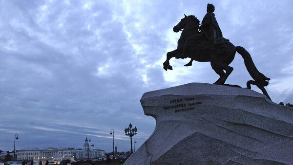 Памятник Петру I на Сенатской площади Санкт-Петербурга - Sputnik Ўзбекистон