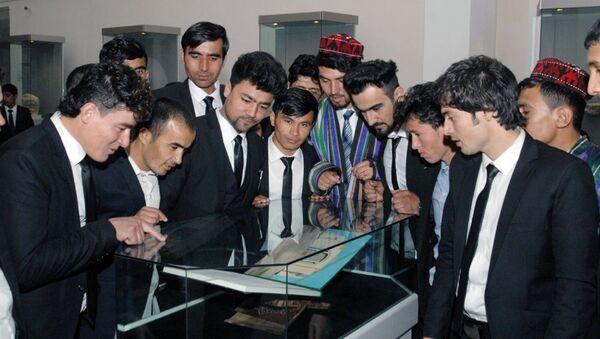 Студенты в образовательном центе в Термезеском районе по обучению афганских граждан при Министерстве высшего и среднего специального образования Республики Узбекистан. - Sputnik Узбекистан