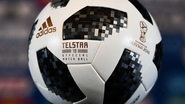 Ofitsialnыy myach chempionata mira po futbolu 2018 Telstar 18, arxivnoye foto - Sputnik Oʻzbekiston