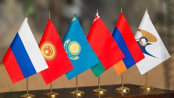 Флаги стран участниц ЕАЭС, архивное фото - Sputnik Ўзбекистон