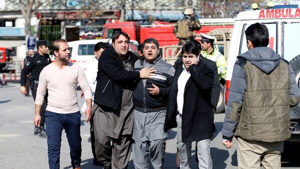 People assist an injured man after a blast in Kabul, Afghanistan January 27, 2018 - Sputnik Oʻzbekiston