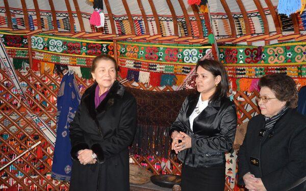 Tatyana Karimova i Sayyora Rashidova v Nukuse - Sputnik Oʻzbekiston