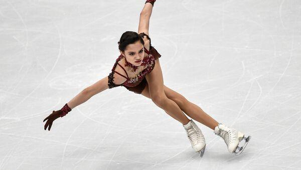 Евгения Медведева выступает в произвольной программе женского одиночного катания на чемпионате Европы по фигурному катанию в Москве - Sputnik Узбекистан