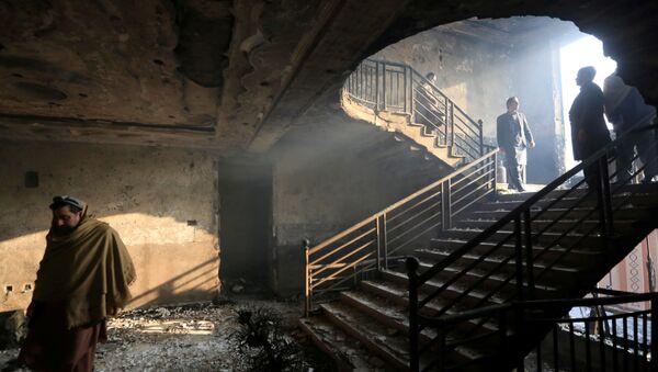 Osmotr zdaniya, postradavshego v rezultate vzrыva v Djelalabade, Afganistan - Sputnik Oʻzbekiston
